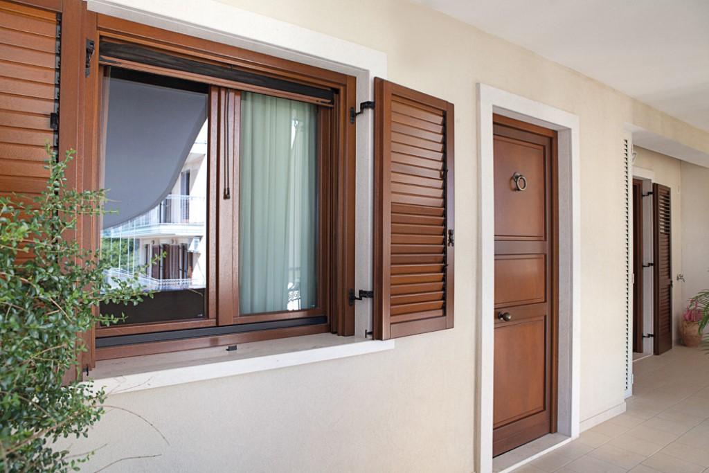 Persiane in legno de carlo maffeisistemi infissi e serramenti online - De carlo finestre ...