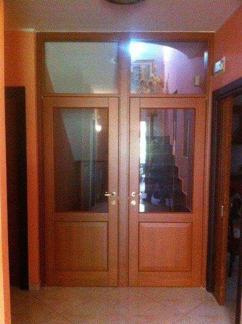 Porte per interni vetrate e sistemi raso parete maffei for Chiusura vano scala interno