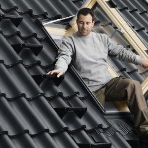 Vendita online di finestre per l 39 uscita sul tetto velux for Montaggio velux