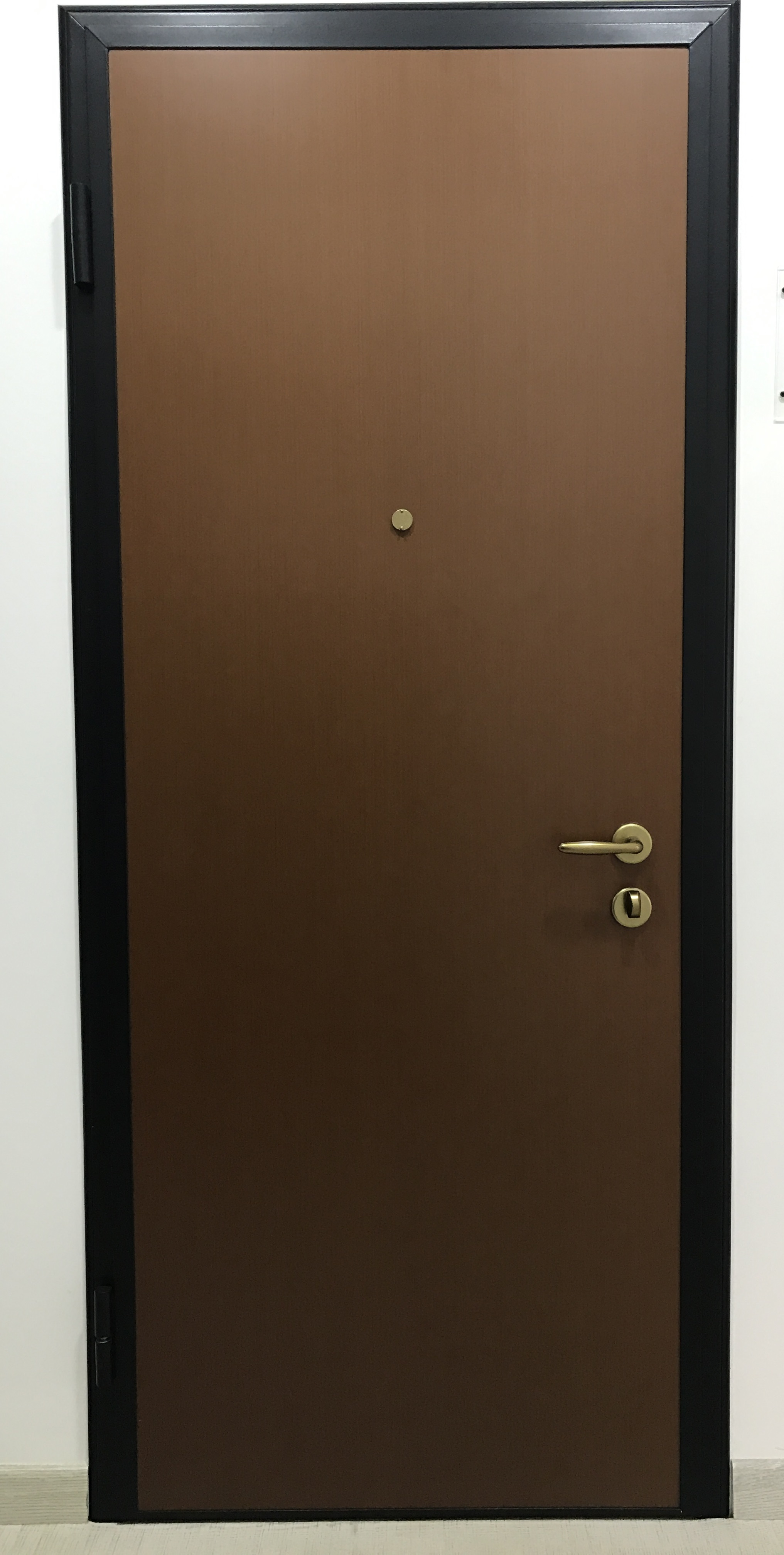 Porta blindata mod iron c di alias maffei sistemi srl for Alias blindate