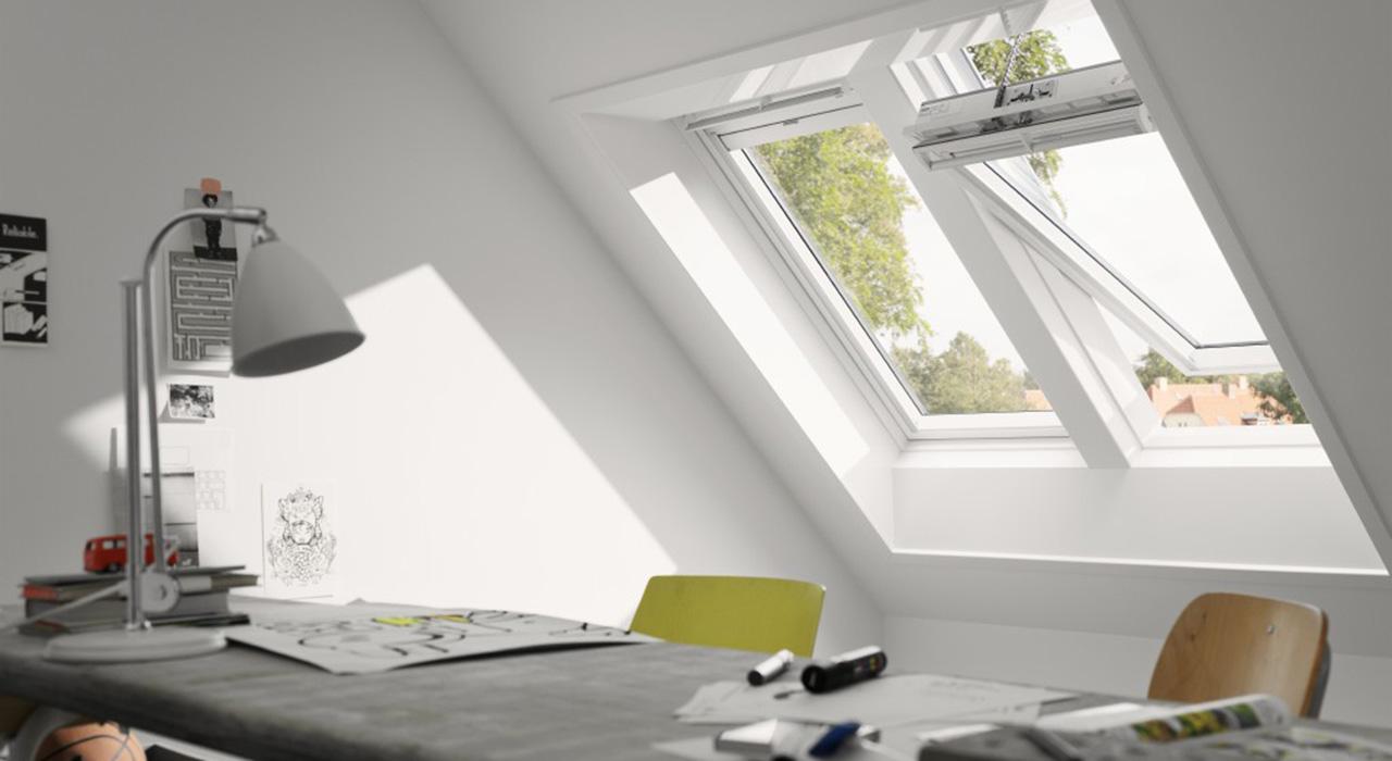 Finestra per tetto apertura manuale velux mod ggu 0086 for Finestre velux manuali