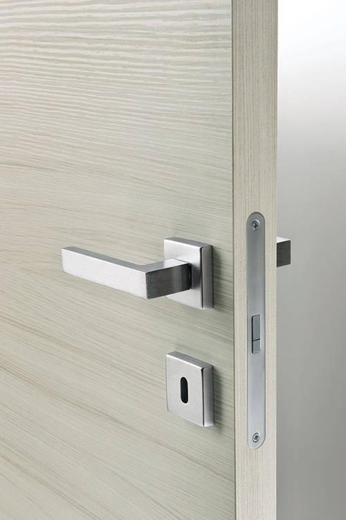 Porta comfort modello prima battente reversibile della - Maniglia per porta blindata ...