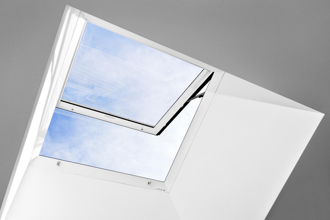 Finestra velux cxp s04h per tetti piani per l 39 accesso al for Faelux srl finestra per tetti