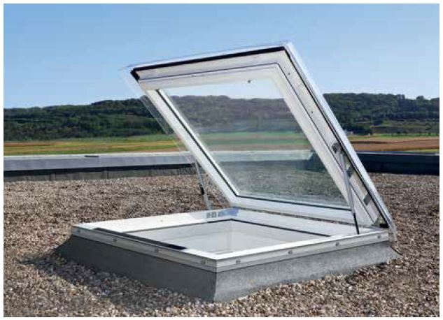 Finestra piana per l 39 accesso al tetto velux cxp s04g con for Piani di combo per l house shop